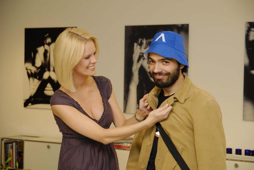 """Gelingt es Monica Ivancan (l.) tatsächlich aus dem """"Freak"""" Ivan (r.) einen angesagten Typen zu machen? - Bildquelle: ProSieben"""