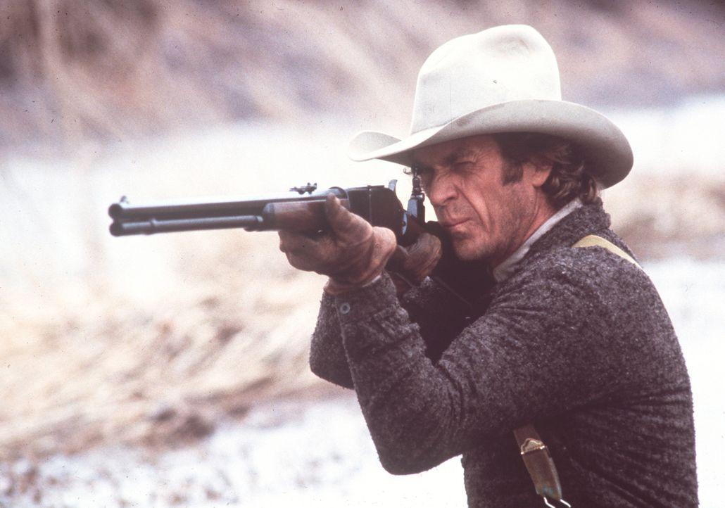 Mit seiner Winchester räumt Tom Horn (Steve McQueen) gnadenlos unter den Viehdieben auf ...