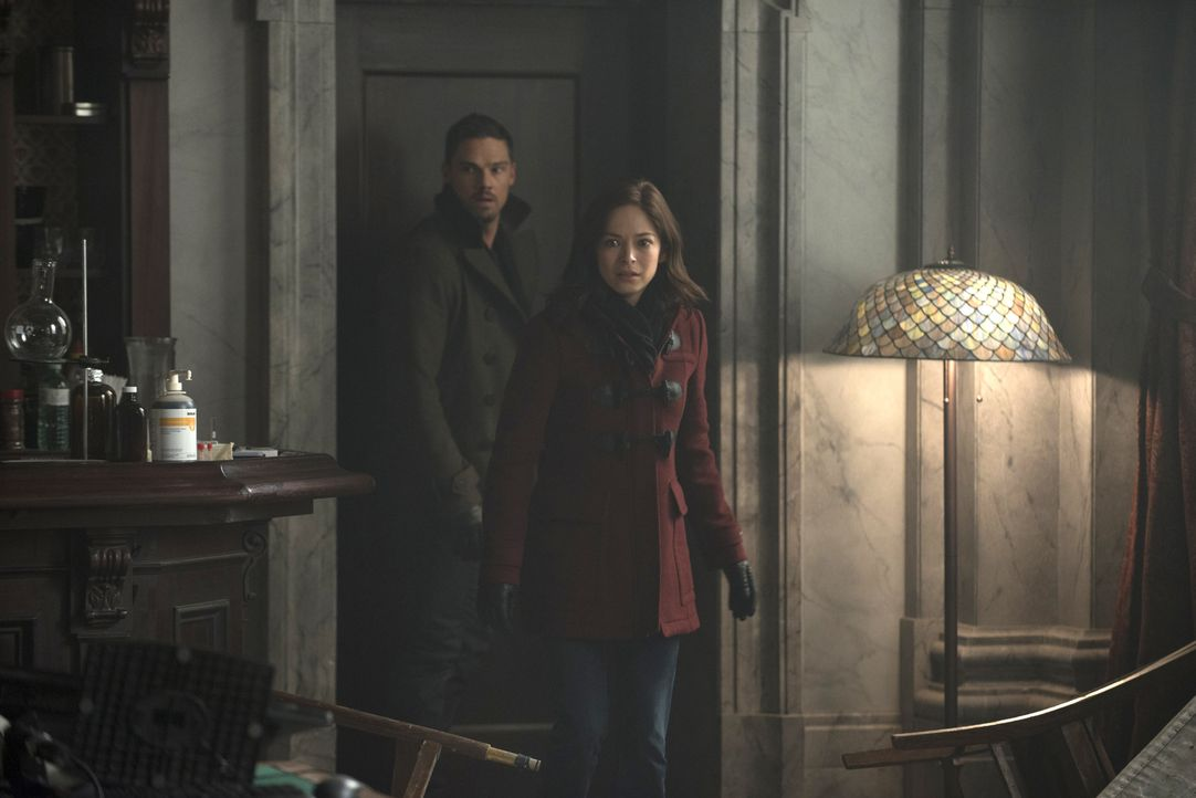 Vincent (Jay Ryan, l.) und Cat (Kristin Kreuk, r.) müssen erkennen, dass sie ihre Geheimwaffe einsetzen müssen, um Liam zu besiegen. Doch wird es ih... - Bildquelle: Christos Kalohoridis 2015 The CW Network, LLC. All rights reserved.
