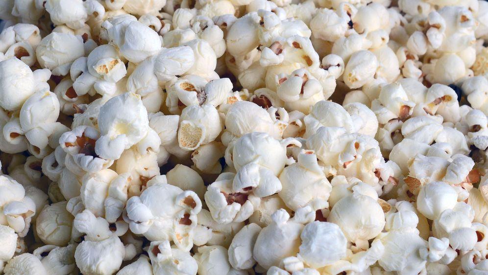 - Bildquelle: https://pixabay.com/de/popcorn-kino-essen-weiss-1198274/