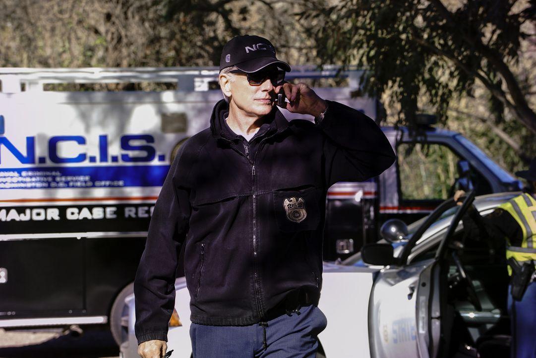 Als ein Marine-Angehörigen tot im Straßengraben aufgefunden wird, nehmen Gibbs (Mark Harmon) und das NCIS-Team die Ermittlungen auf. - Bildquelle: Bill Inoshita 2017 CBS Broadcasting, Inc. All Rights Reserved