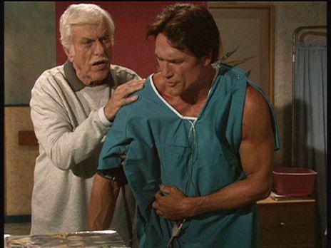 Diagnose: Mord - Der bei einem Verkehrsunfall verletzte Steve (Barry Van Dyke...