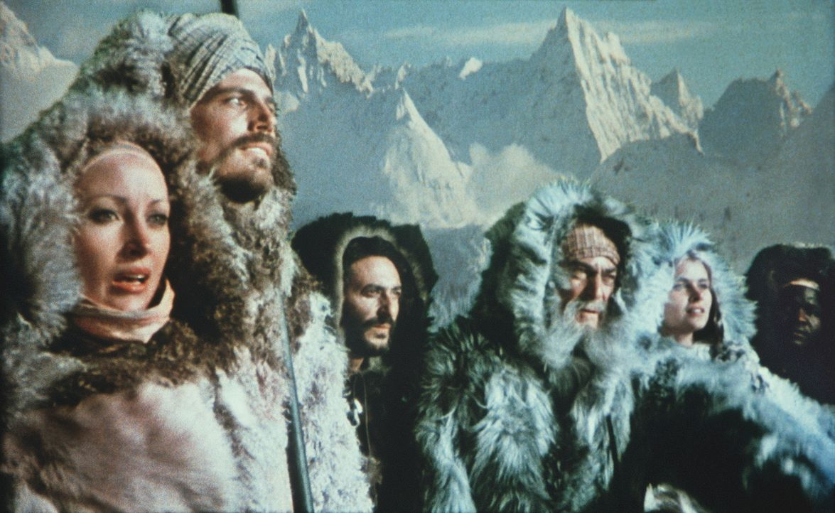 Prinzessin Farah (Jane Seymour, l.), Sindbad (Patrick Wayne, 2.v.l.), Hassan (Kurt Christian, M.), Melanthius (Patrick Troughton, 2.v.r.) und Diana... - Bildquelle: Columbia Pictures
