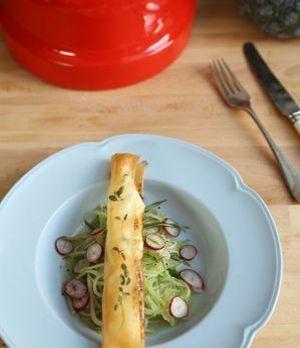 Gebackene Ziegenkäse-Zigarren mit Melone-Radieschen-Gurken-Salat