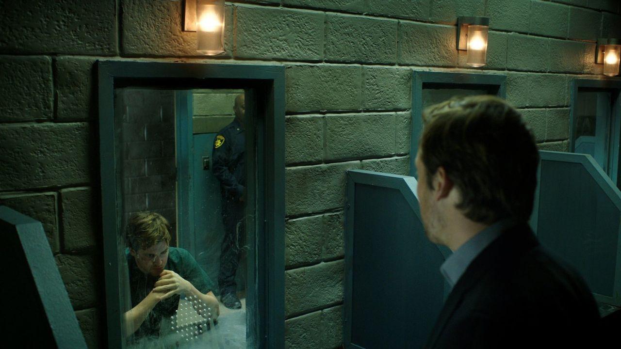Über Jahre konnte Cameron Black (Jack Cutmore-Scott) seinen Zwillingsbruder, ohne den seine Bühnenshows nicht funktionieren würden, verheimlichen, d... - Bildquelle: Warner Bros.