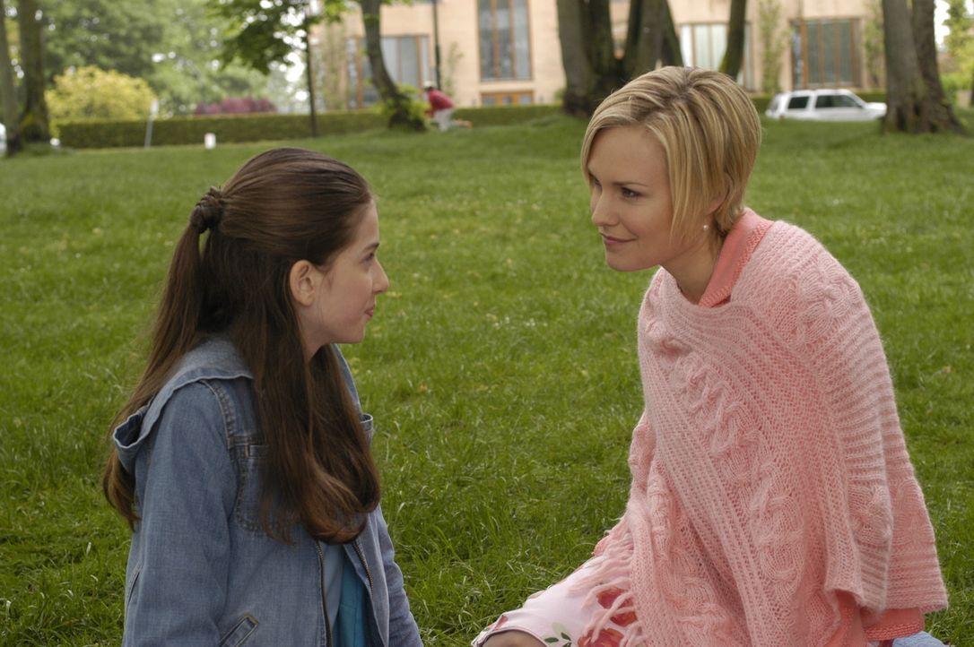 Lily (Laura Allen, r.) und ihre erste Tochter Heidi (Genevieve Buechner, l.) sind wieder vereint ... - Bildquelle: Viacom Productions Inc.