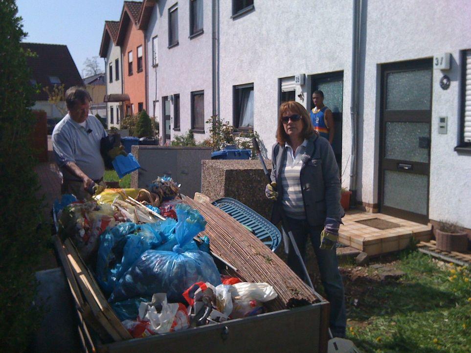 Das eigene Haus - eine Müllhalde! Bergeweise Schmutz und Abfall-  hinterlassen von Mietnomaden. Die Holzhauers sind fassungslos ... - Bildquelle: SAT.1