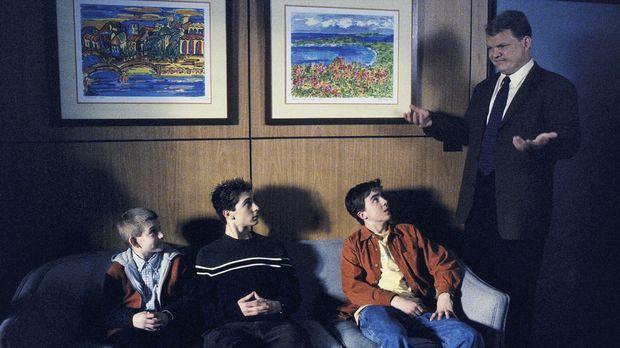 Beim Psychiater Doktor Kennedy (Andy Richter, r.) erzählen Malcolm (Frankie M...