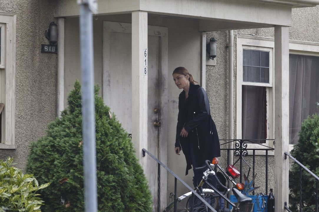 Chloes (Lauren German) neuster Fall bringt sie in die Tiefen der Bandenkriege. Unterdessen macht Lucifer einen Deal mit Lt. Monroe ... - Bildquelle: 2016 Warner Brothers