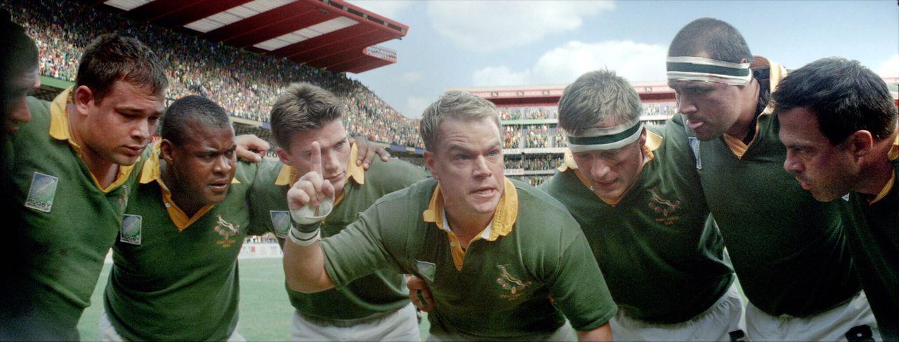 Peitscht seine Mannschaft an, für ein neues Südafrika bis an die Grenzen zu gehen: Francois (Matt Damon, M.) ... - Bildquelle: Warner Bros.