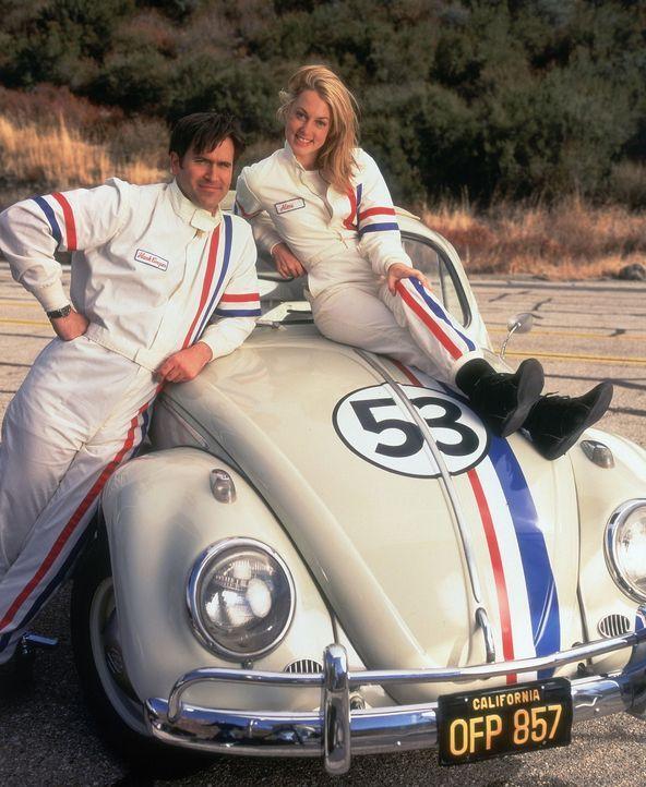 Seit einiger Zeit bleibt der Erfolg aus. Doch dann erhalten Hank (Bruce Campbell, r.) und Alex (Alexandra Wentworth, l.) die einmalige Chance, auf e... - Bildquelle: WALT DISNEY COMPANY