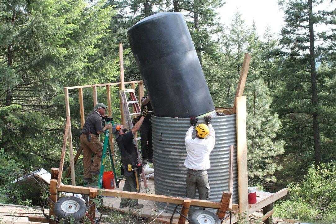 Dieses Mal geht es für die Baumhaus-Designer nach Idaho, wo sie versuchen, einem Pärchen einen Ort der Entspannung in den Bäumen zu bauen. Wie wird... - Bildquelle: 2016,DIY Network/Scripps Networks, LLC. All Rights Reserved