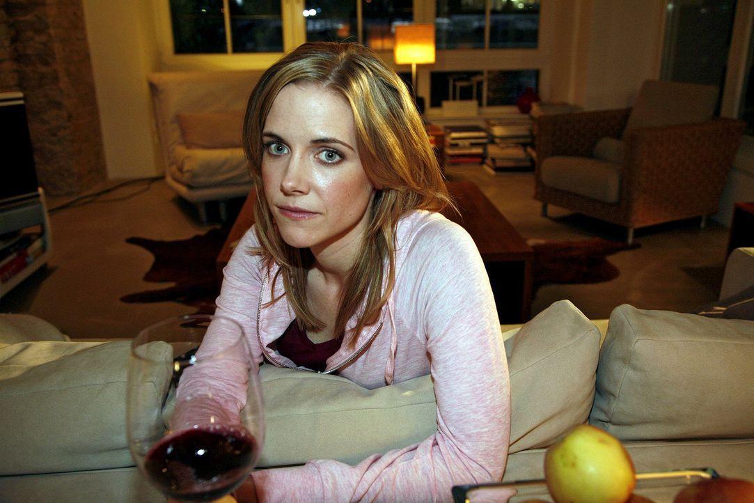 Luisa (Jana Voosen) denkt über ihre Beziehung mit Markus nach und trifft eine Entscheidung ... - Bildquelle: Mosch Sat.1