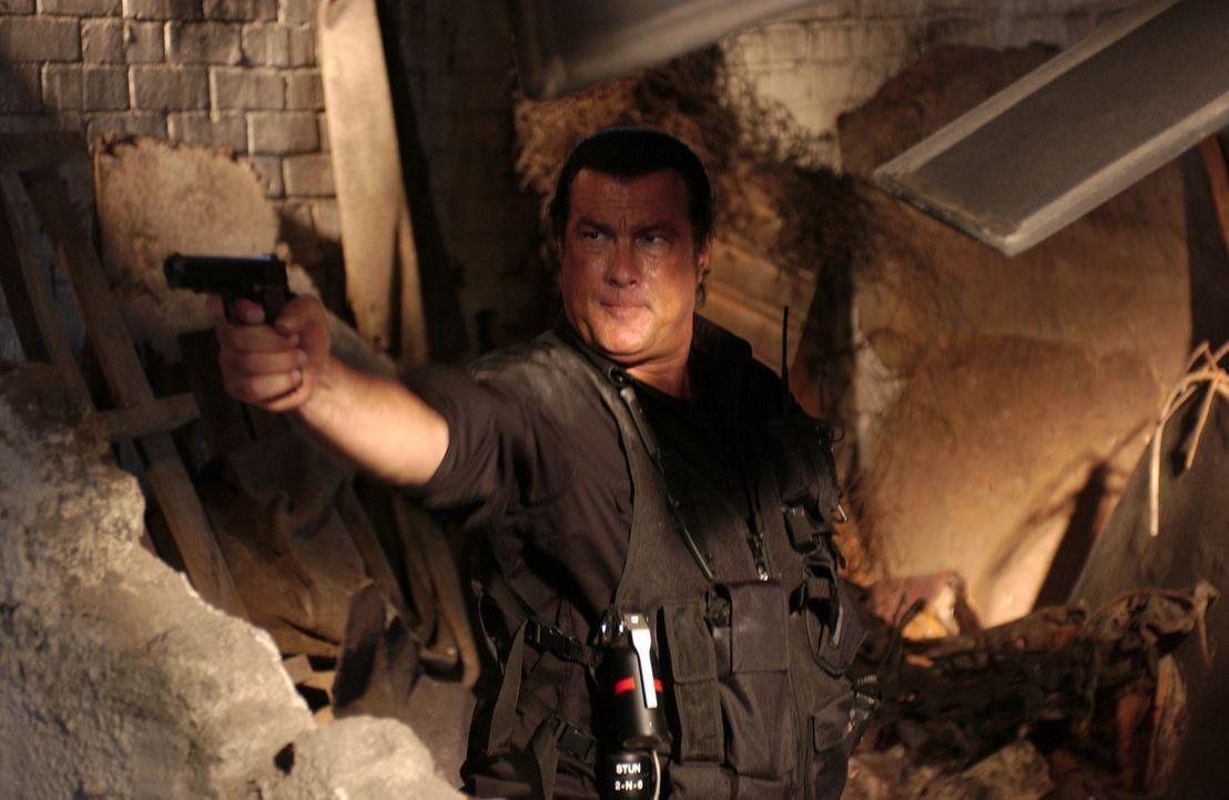 Um die Familie seines toten Freundes zu retten, muss Söldner John Seeger (Steven Seagal) in das bestbewachte Hochsicherheitsgefängnis Südafrikas... - Bildquelle: Nu Image