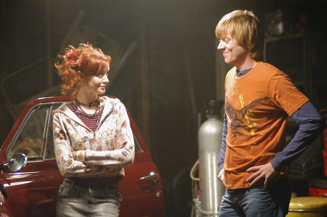 Machen eine Spritztour: Physical Phil (Jay Paulson, r.) und Pizza Girl (Lindy Booth, l.) ... - Bildquelle: ABC Studios