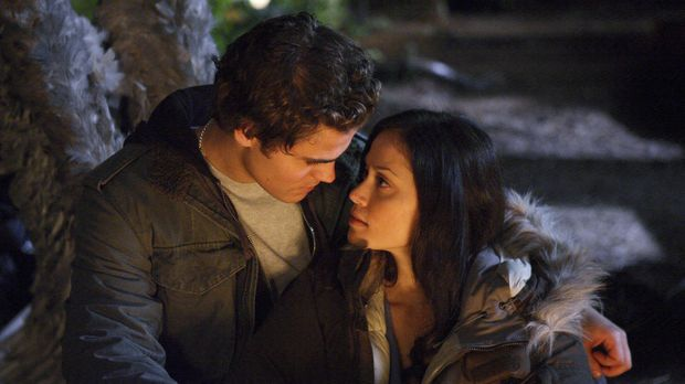 Finden zueinander: Aaron (Paul Wesley, l.) und Vilma (Fernanda Andrade, r.) ....