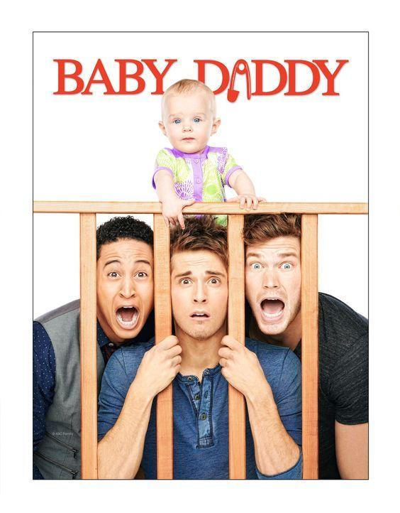 (2. Staffel) - Baby Daddy: Ben (Jean-Luc Bilodeau, M.), Danny (Derek Theler, r.), Tucker (Tahj Mowry, l.) und Emma (Mila und Zoey Beske, oben) ... - Bildquelle: ABC Family