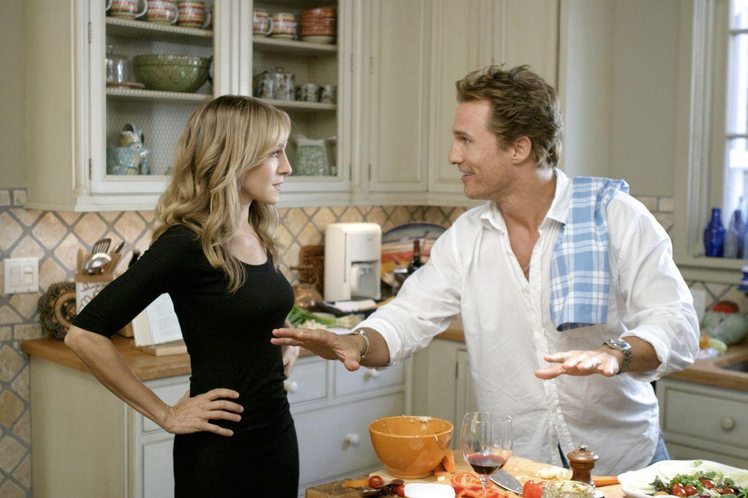 Tripp (Matthew McConaughey, r.) lebt mit 35 Jahren noch immer zu Hause. Doch das soll nun ein Ende haben, denn Paula (Sarah Jessica Parker, l.) soll... - Bildquelle: TM &   Paramount Pictures. All Rights Reserved.