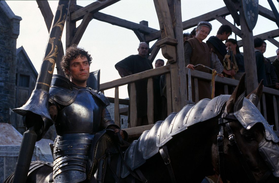 Ein vermeintlich unschlagbarer Rivale, sowohl auf dem Kampffeld als auch in der Liebe: Count Adhemar von Anjou (Rufus Sewell) ... - Bildquelle: 2003 Sony Pictures Television International. All Rights Reserved