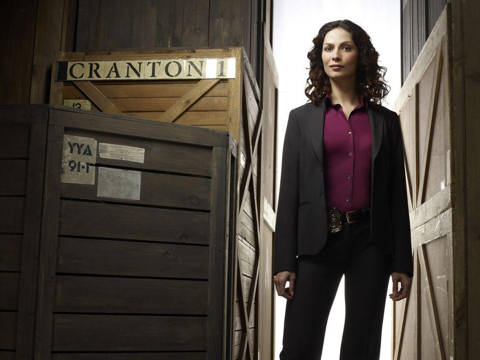(1. Staffel) - Eigentlich ist Secret-Service Agentin Myka Bering (Joanne Kelly) eine sehr rational denke Frau, doch durch ihren Einsatz im Warehouse... - Bildquelle: Justin Stephens SCI FI Channel
