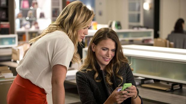 Younger - Video - Staffel 1 Episode 3: IRL - 7TV