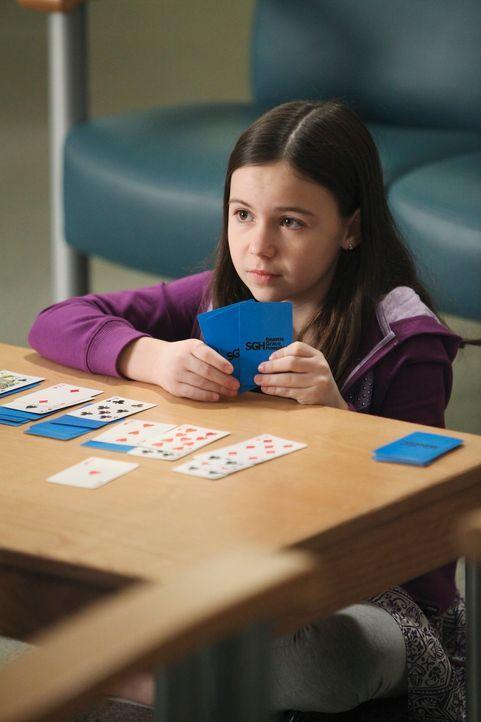Cristina kümmert sich liebevoll um Kelly (Alyssa Shafer), die mit ihrer kranken Mutter ins Seattle Grace gekommen ist ... - Bildquelle: Touchstone Television