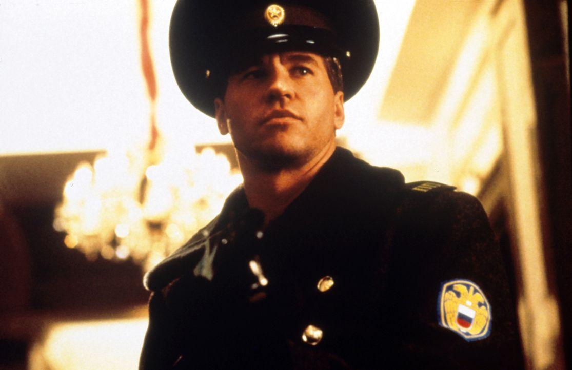 Mittels seiner überaus großartigen Wandlungsfähigkeit ist dem Meisterdieb Simon Templar (Val Kilmer) nicht auf die Schliche zu kommen ... - Bildquelle: Paramount Pictures
