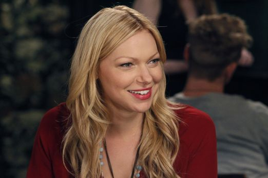Are You There, Chelsea? - Die Kellnerin Chelsea (Laura Prepon) hat Spaß am Le...