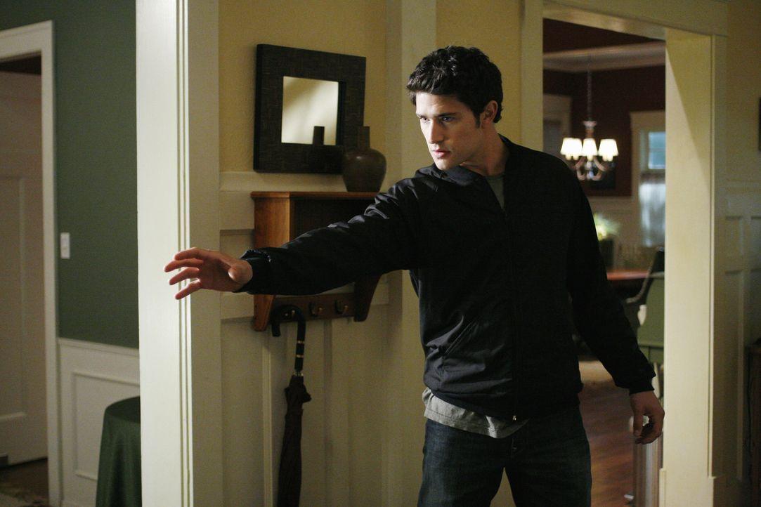 Macht er eine schockierende Entdeckung: Kyle (Matt Dallas) ... - Bildquelle: TOUCHSTONE TELEVISION