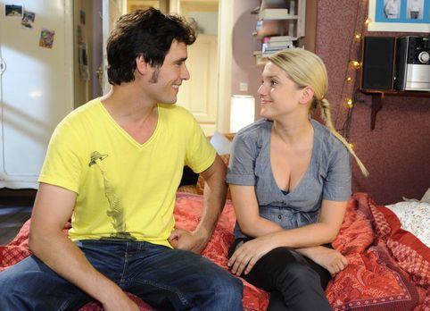 Alexander Zeiss (Paul Grasshoff, l.) und Anna (Jeanette Biedermann, r.) drehe...