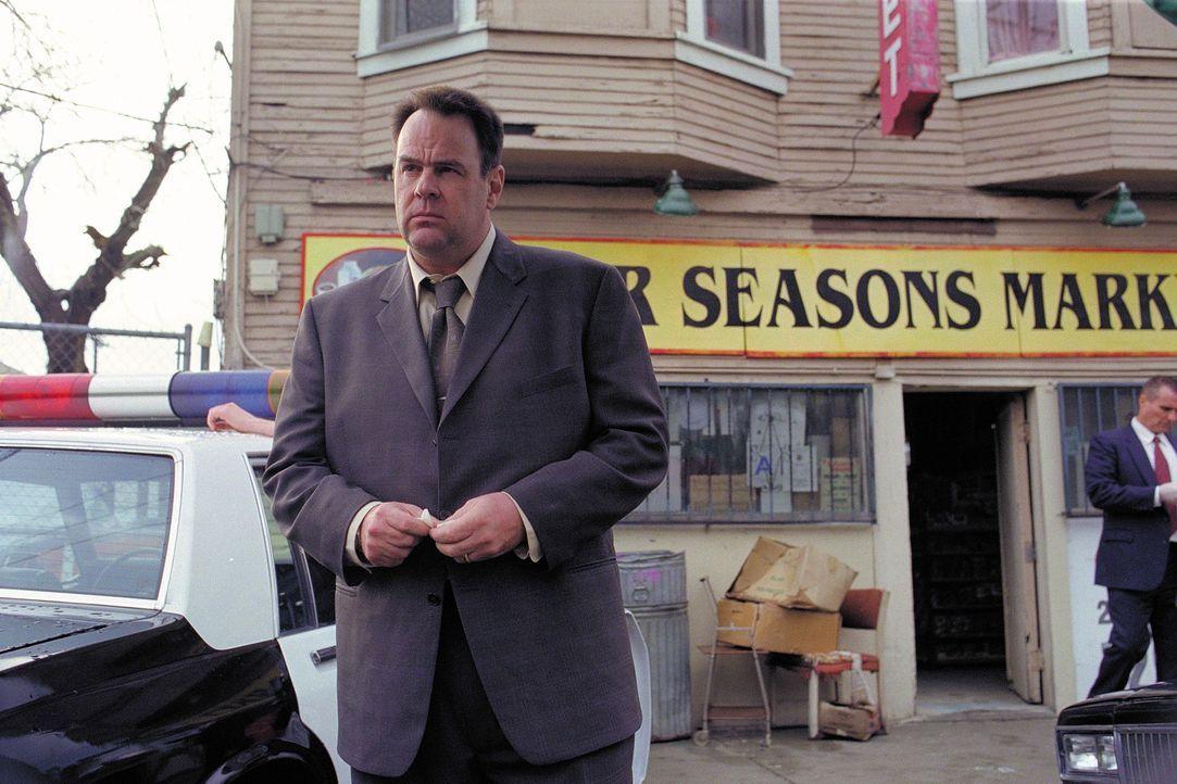 Der Detective Jack Grillo (Dan Aykroyd), der schon seit einiger Zeit einen Serienmörder verfolgt, findet eines Tages dessen Leiche und muss sich ei... - Bildquelle: 2003 Sony Pictures Television International. All Rights Reserved.