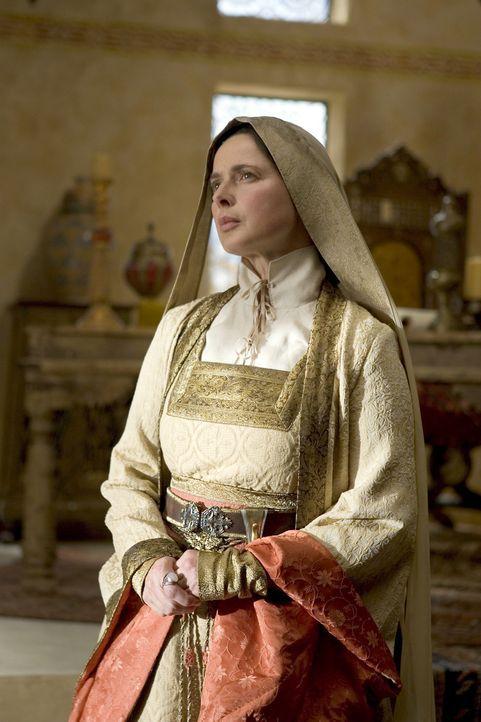 Spinnt an geheimen Fäden: Hohepriesterin Thar (Isabella Rossellini) ... - Bildquelle: 2004 Hallmark Entertainment Distribution, LLC