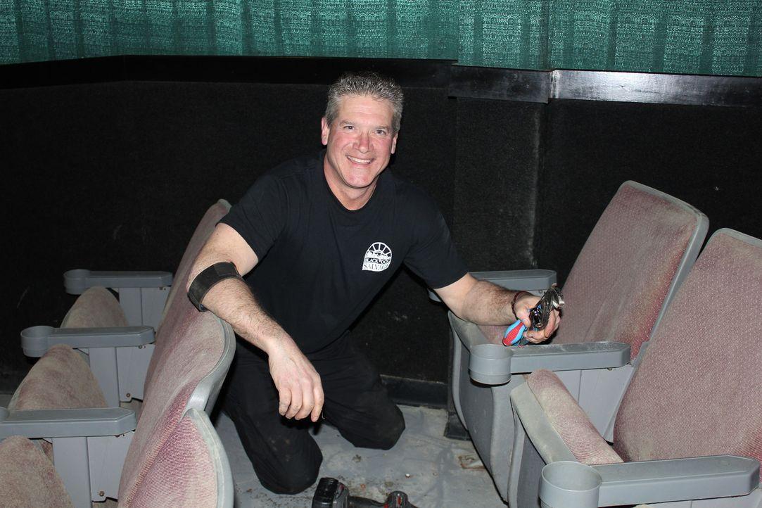 """Das Team von """"Black Dog Salvage"""" ist in historischen Gebäuden, bei Haushaltsauflösungen oder in verlassenen Kinos auf Schatzsuche. Ihre Mission: die... - Bildquelle: 2014, DIY Network/Scripps Networks, LLC. All RIghts Reserved."""