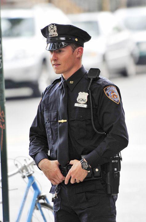 War es wirklich die richtige Entscheidung von Jamie (Will Estes), das Jurastudium zu beenden und in den Polizeidienst zu treten? - Bildquelle: 2010 CBS Broadcasting Inc. All Rights Reserved