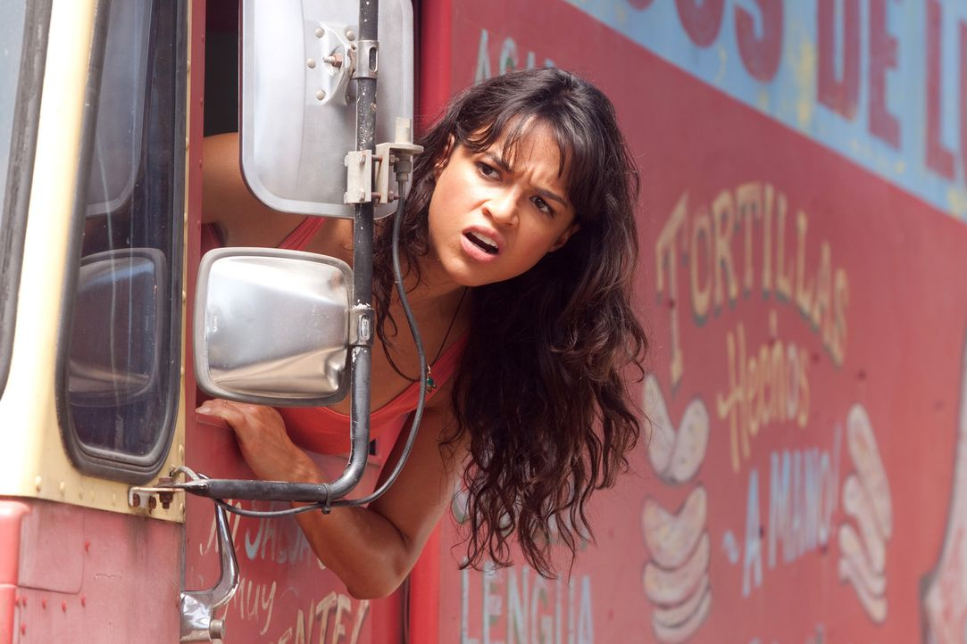 Steht Machete todesmutig bei: Revoluzzerin Luz (Michelle Rodriguez) ... - Bildquelle: 2010 Machete's Chop Shop, Inc. All Rights Reserved.