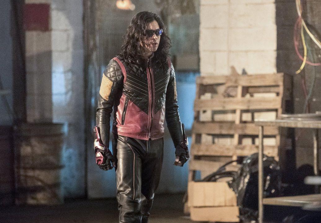Cisco alias Vibe (Carlos Valdes) kann sich einfach nicht gegen Caitlin stellen, auch wenn diese ohne Skrupel jeden von ihnen umbringen würde ... - Bildquelle: 2016 Warner Bros.