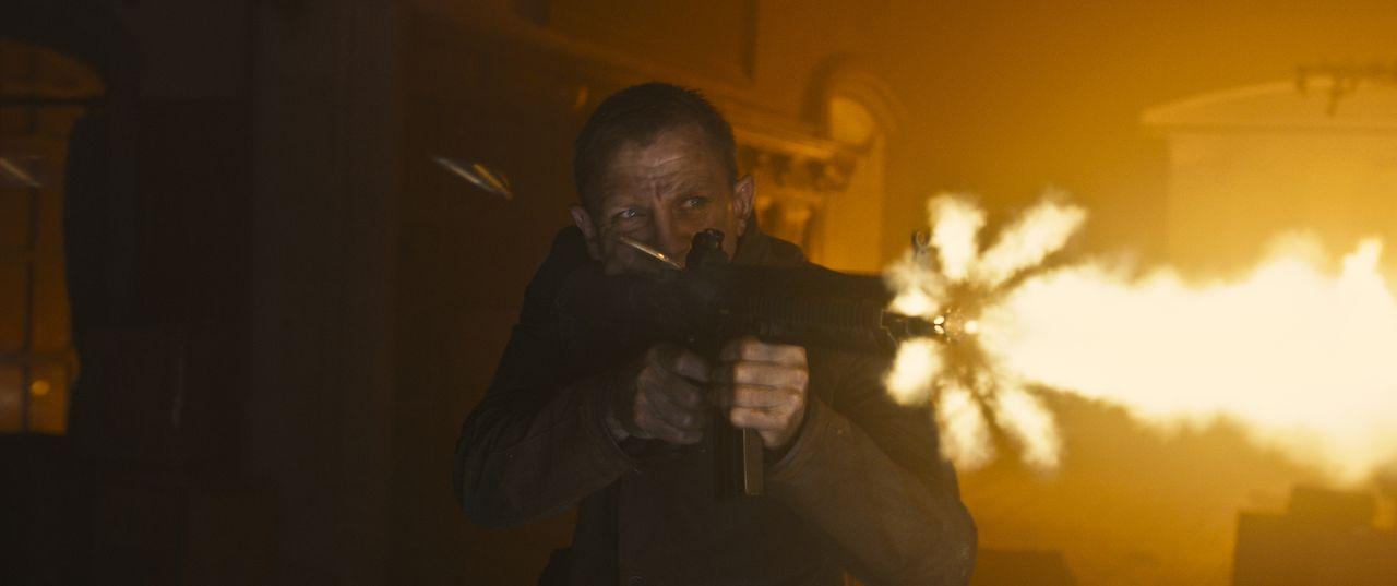 Auf der Jagd nach einer Liste von Undercoveragenten, die mit diesem Dokument enttarnt und in den sicheren Tod geschickt werden könnten: James Bond (... - Bildquelle: Skyfall   2012 Danjaq, LLC, United Artists Corporation and Columbia Pictures Industries, Inc. All rights reserved.