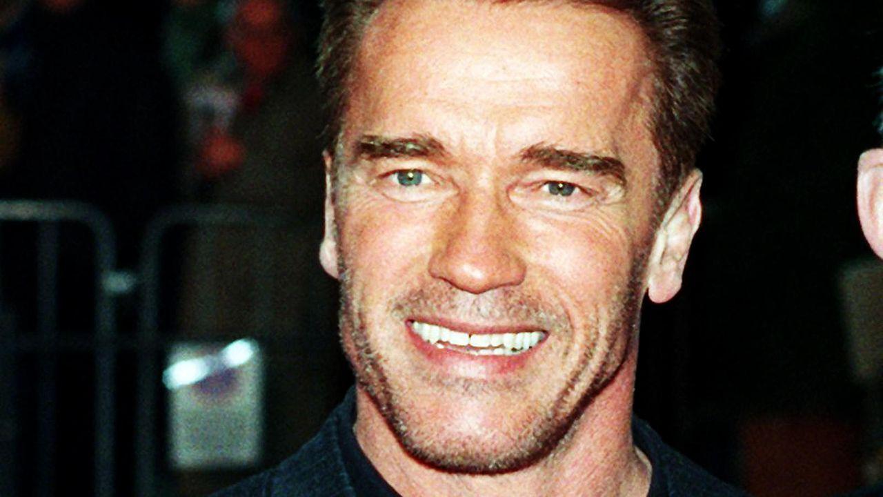Arnold Schwarzenegger 2000 auf einer Filmpremiere in Berlin  - Bildquelle: dpa