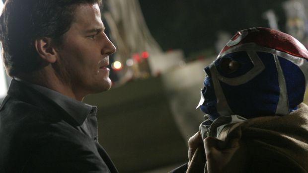Angel (David Boreanaz, l.) bekommt es mit einem aztekischen Dämon, der alle f...