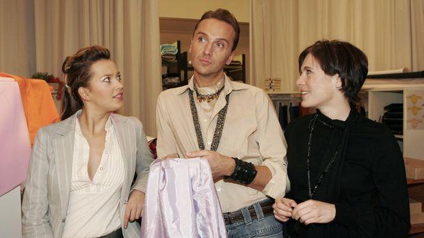 Hugo (Hubertus Regout, M.) ist glücklich, dass Britta (Susanne Berckhemer, r....