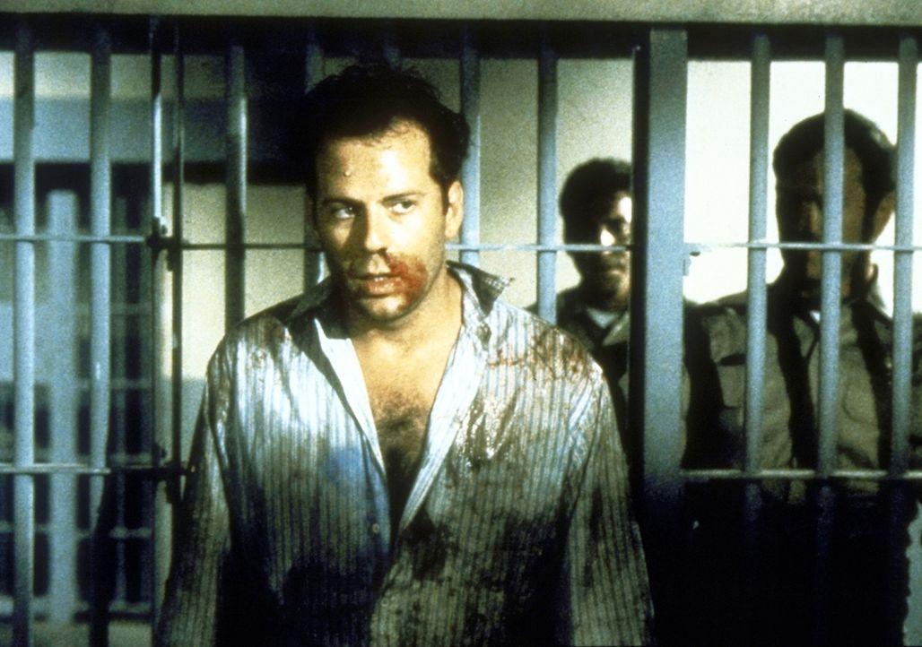 Dank der unberechenbaren Nadia endet Walters (Bruce Willis, vorne) Geschäftsessen in einem wahren Desaster ... - Bildquelle: TriStar Pictures
