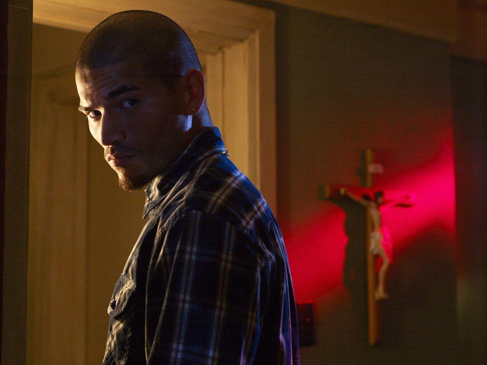 (1. Staffel) - Wie weit wird Augustin 'Gus' Elizalde (Miguel Gomez) für Geld und die angebliche Sicherheit seiner Familie gehen?