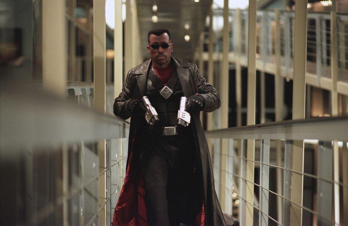 Der Vampirjäger Blade (Wesley Snipes) - halb Vampir, halb Mensch - versucht, Graf Dracula zu vernichten ... - Bildquelle: New Line Cinema