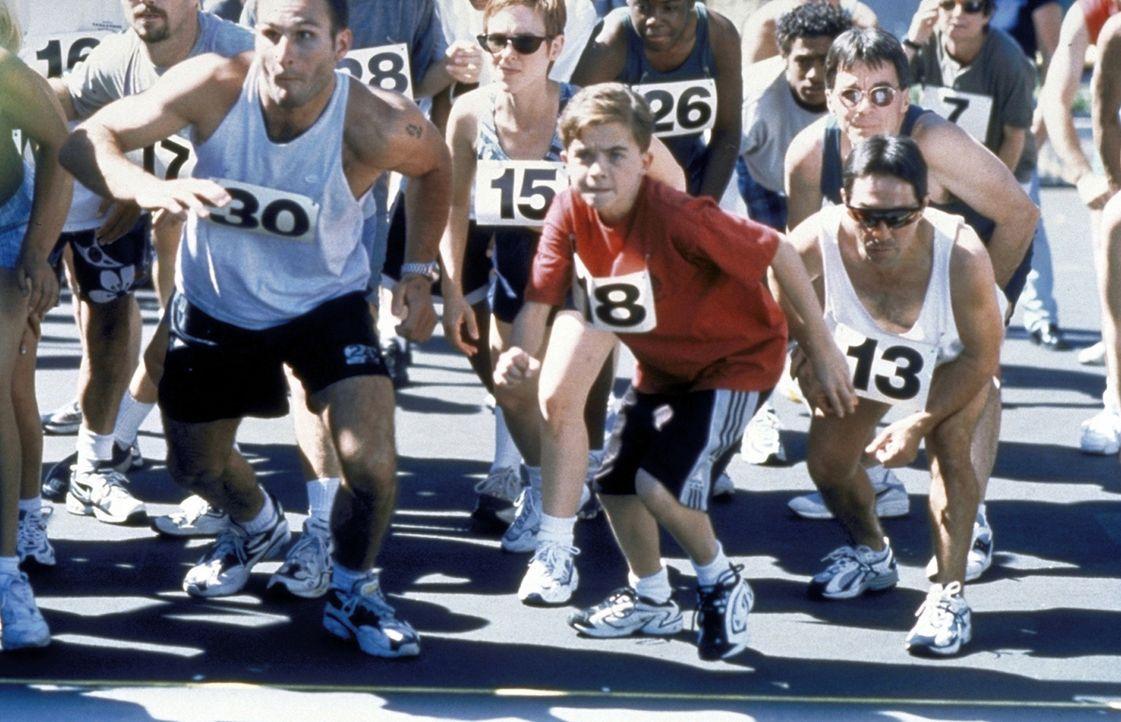 Sogar Malcolm (Frankie Muniz, M.) nimmt an einem Wohltätigkeitsmarathon teil ... - Bildquelle: TM +   2000 Twentieth Century Fox Film Corporation. All Rights Reserved.