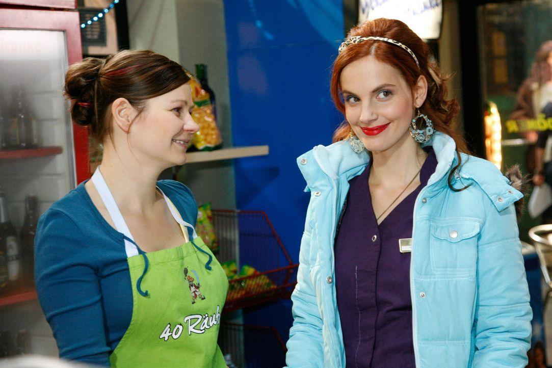 Eva (Anett Heilfort, l.) glaubt, dass Manu (Marie Zielcke, r.) in Mark verliebt ist. Kann das sein? - Bildquelle: SAT.1