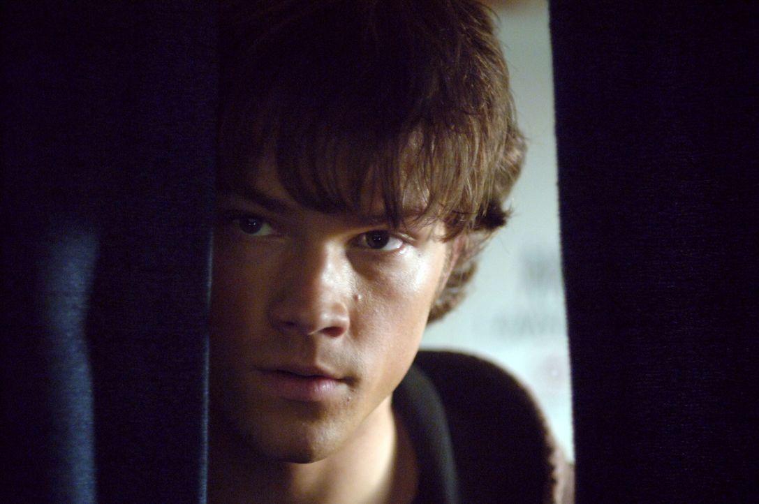 Versucht gemeinsam mit seinem Bruder Dean, den mysteriösen Phantom Reisenden auszuschalten: Sam (Jared Padalecki) ... - Bildquelle: Warner Bros. Television