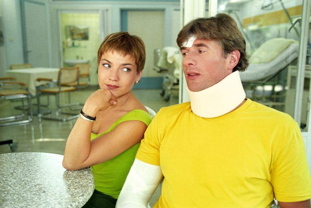 Stephanie (Claudia Schmutzler, l.) wird von ihrem Ex-Mann Frederik (Daniel Morgenroth, r.) ganz plötzlich überrascht. Statt einer Versöhnung streite... - Bildquelle: Noreen Flynn Sat.1