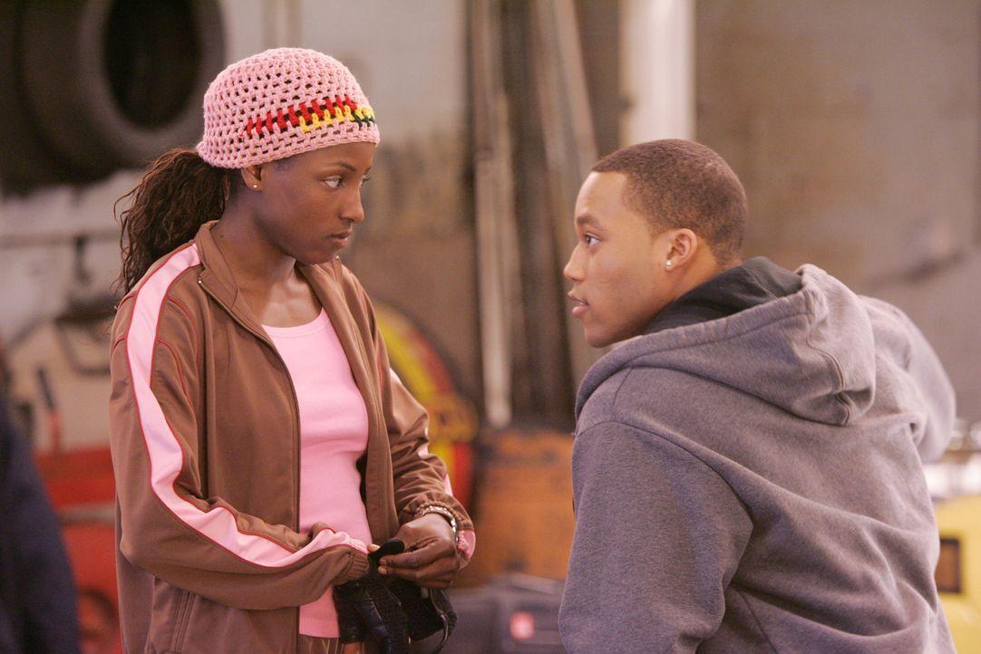 Das Tanzen bringt die beiden einander näher: Raya (Rutina Wesley, l.) und Bishop (Dwain Murphy, r.) ... - Bildquelle: Paramount Pictures