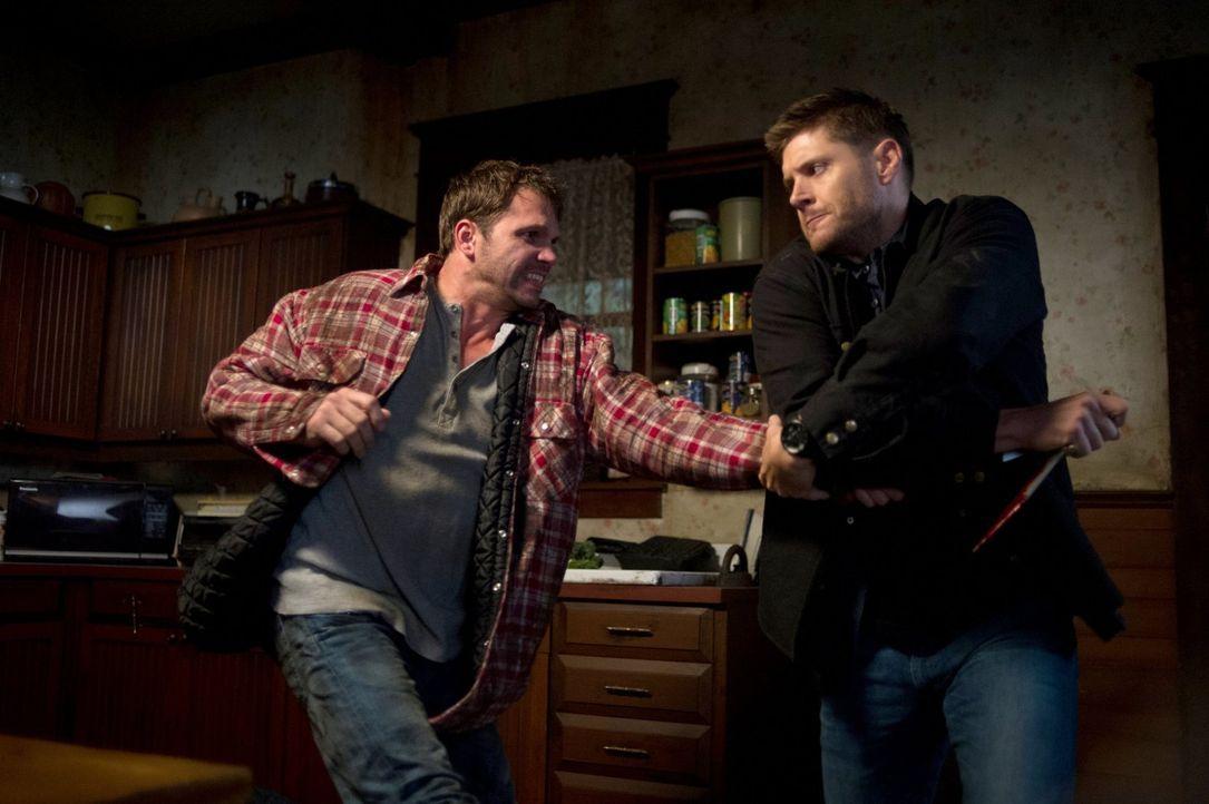 In alter Manier hält sich Dean (Jensen Ackles, r.) an keinen Ratschlag und bricht sogar bei Cain ein ... - Bildquelle: 2013 Warner Brothers
