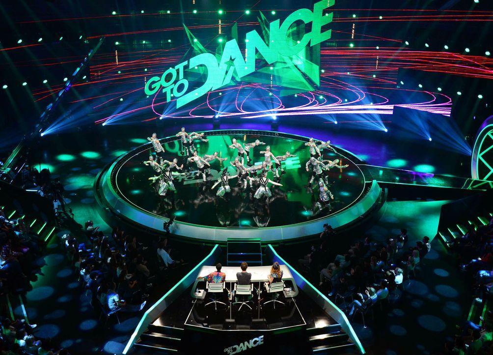 Got-To-Dance-Kosmosgruppe-15-SAT1-ProSieben-Willi-Weber - Bildquelle: SAT.1/ProSieben/Willi Weber